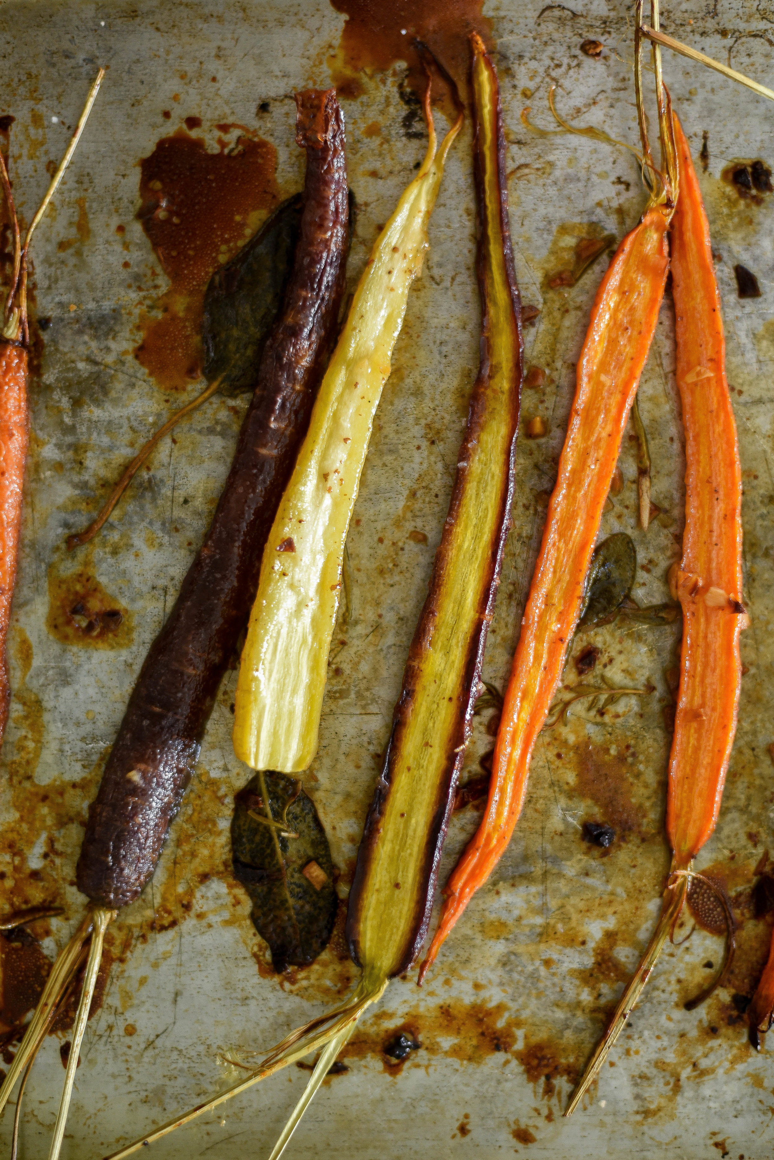 Maple glazed roasted carrots - the perfect Thanksgiving side dish!   boxwoodavenue.com
