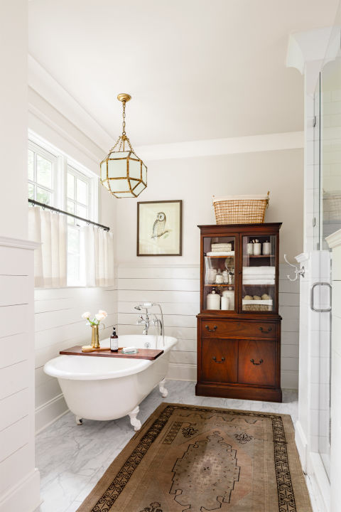 Art in bathroom | Mandy Reeve's country home | country living shot by Lincoln Barbour
