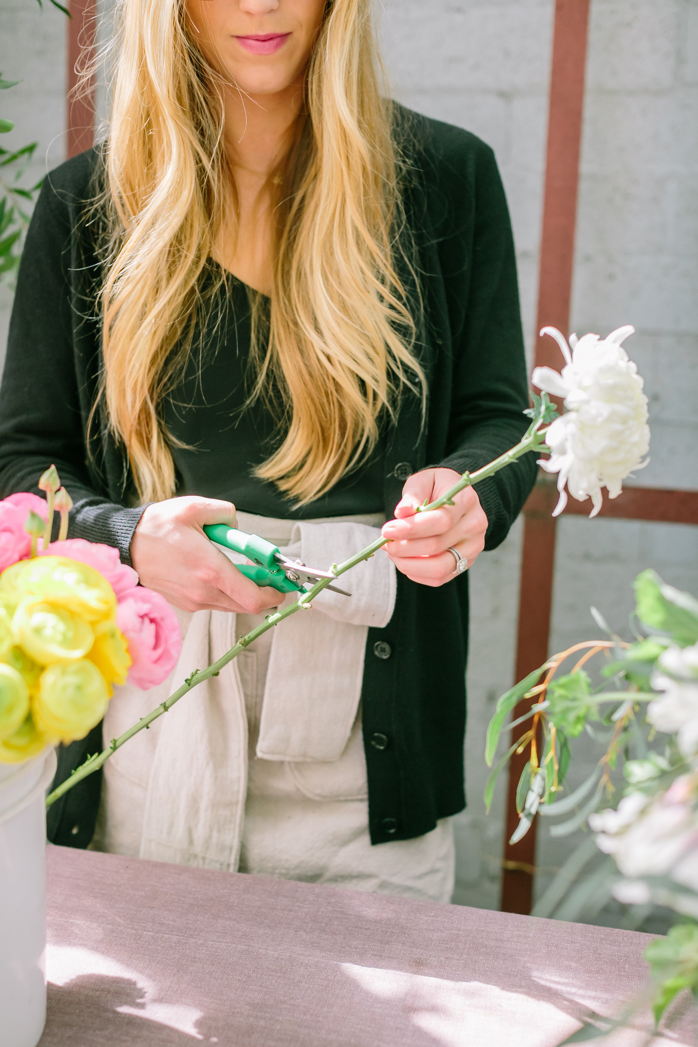 3 Secrets to Cutting Your Own Garden Flowers From aExpert Gardener Floral Mountains | boxwoodavenue.com • Indu Huynh Photography