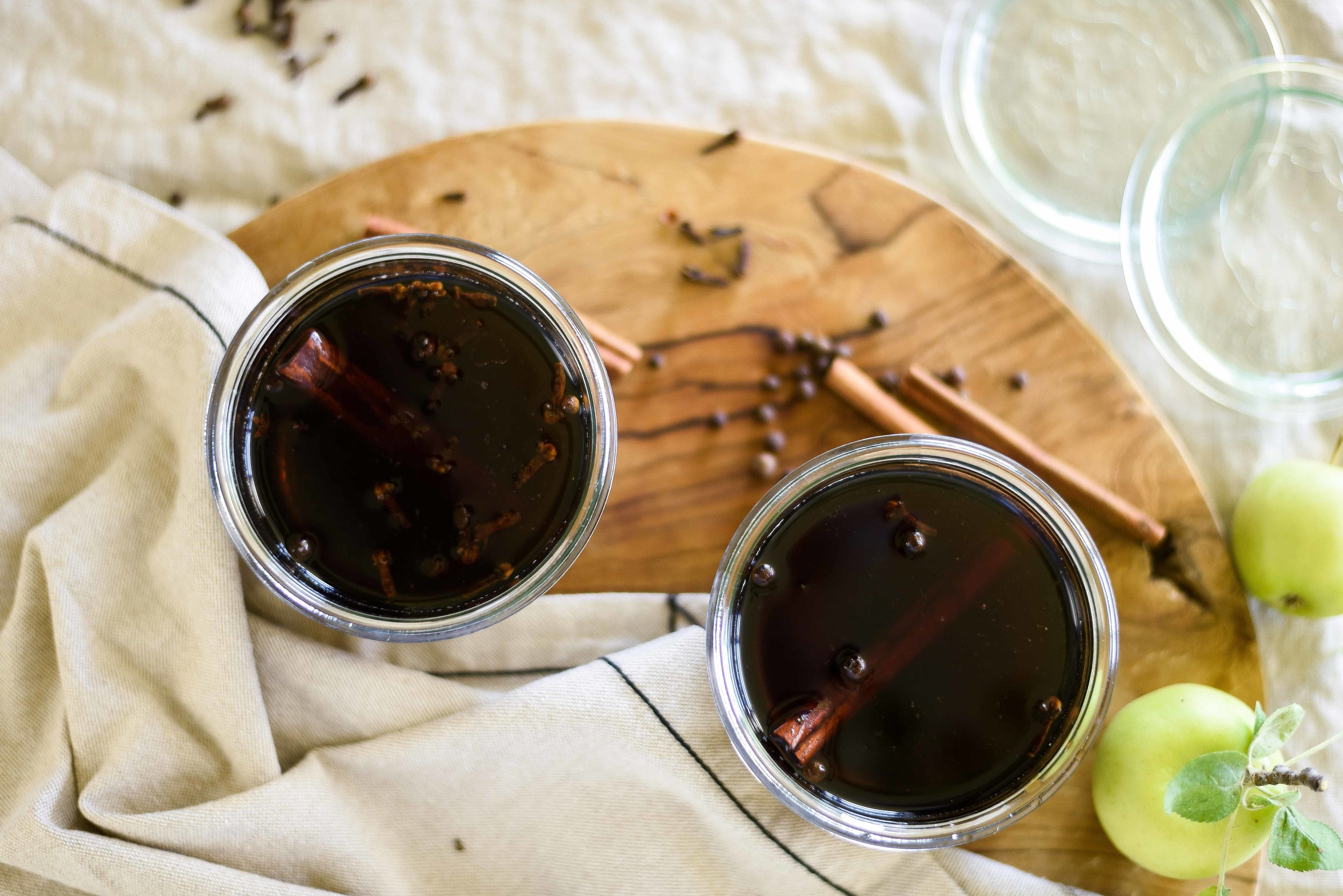 An easy spiced syrup for holiday cocktails and handmade gifts! boxwoodavenue.com