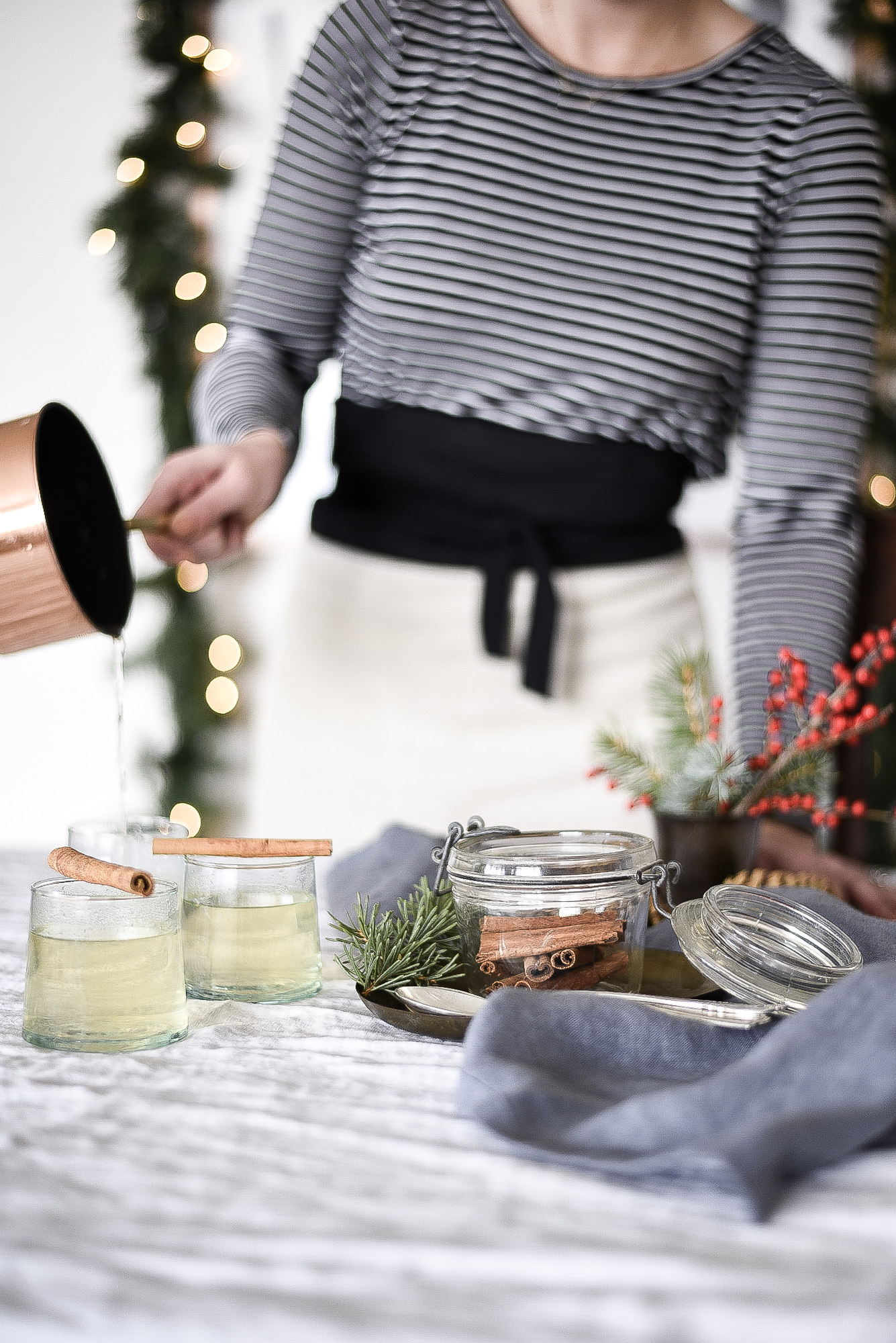 Butterscotch Toddy - an easy Christmas cocktail with honey & Winter Jack | boxwoodavenue.com