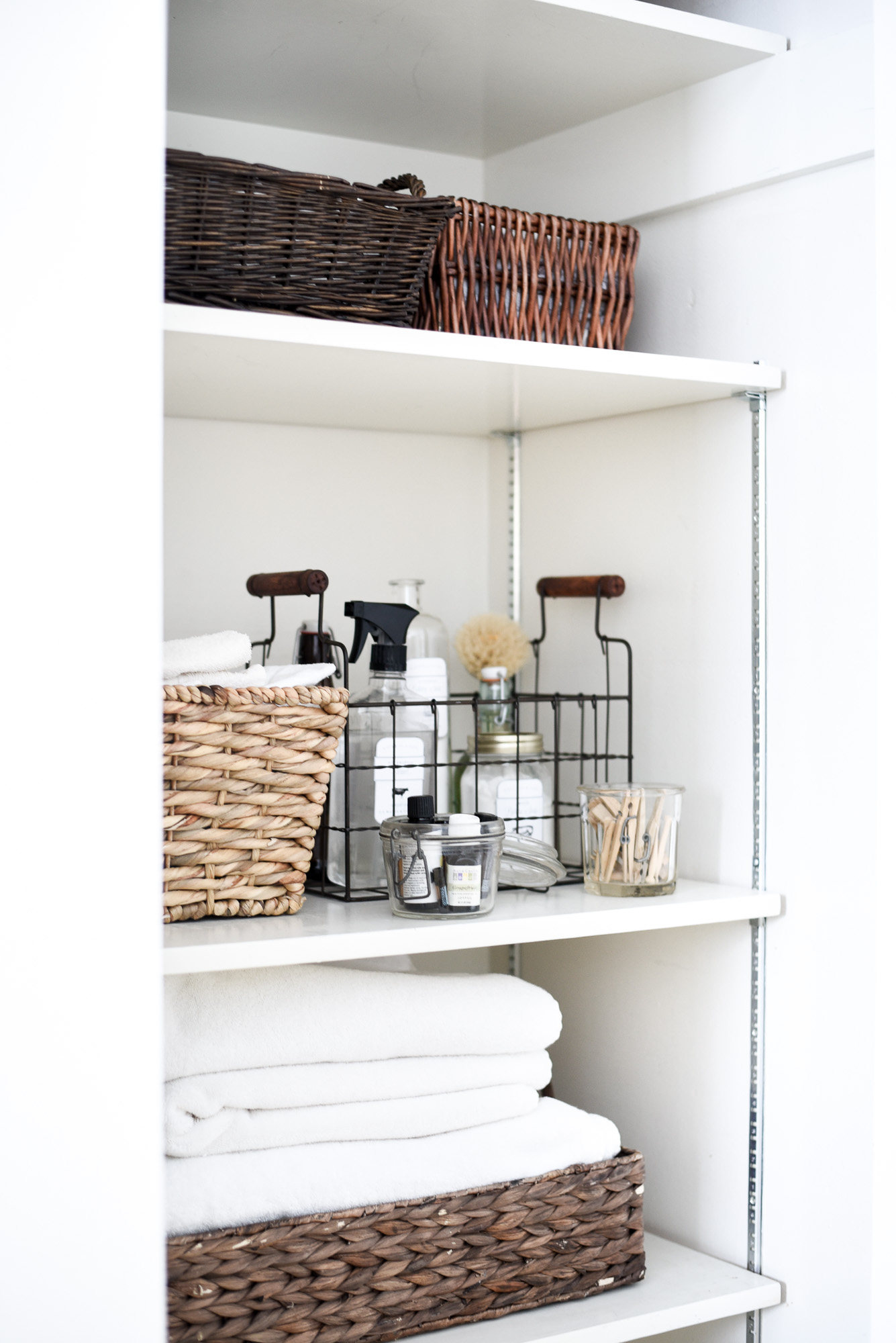 Using Kondo's method for organizing any closet in your home! boxwoodavenue.com