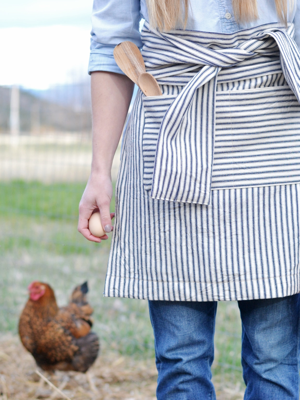 DIY Mother's Day Striped Half Apron | boxwoodavenue.com