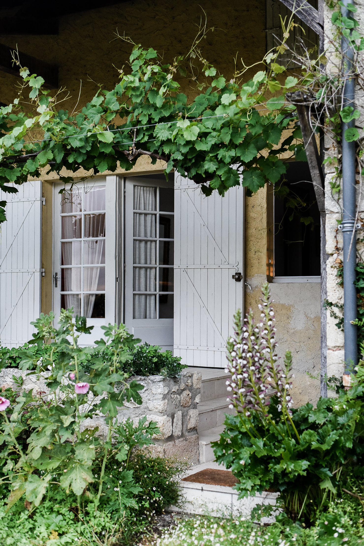 The Academy in Dordogne France Styling Workshop | boxwoodavenue.com