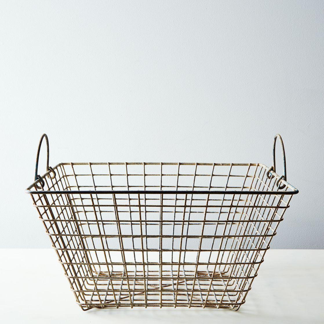 ead67132-2603-4ceb-abd2-2ab58c0b970b--2014-0612_shop-vintage_vintage-oyster-basket-005.jpg