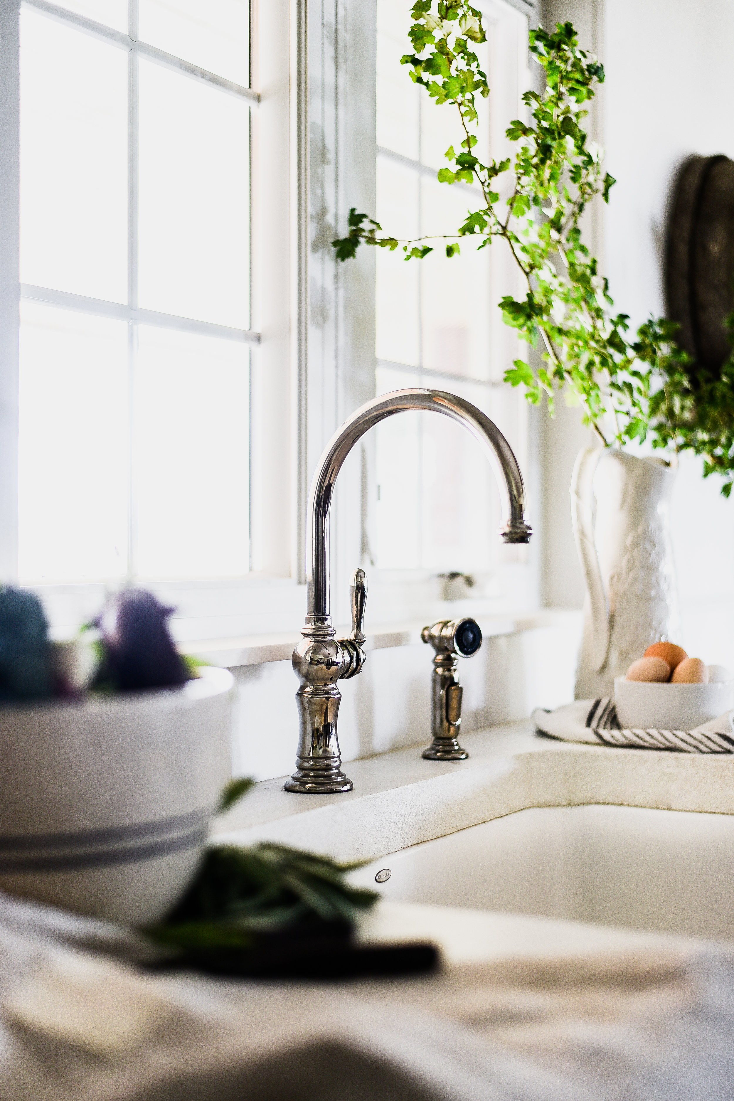 Farmhouse sink with Kohler | boxwoodavenue.com