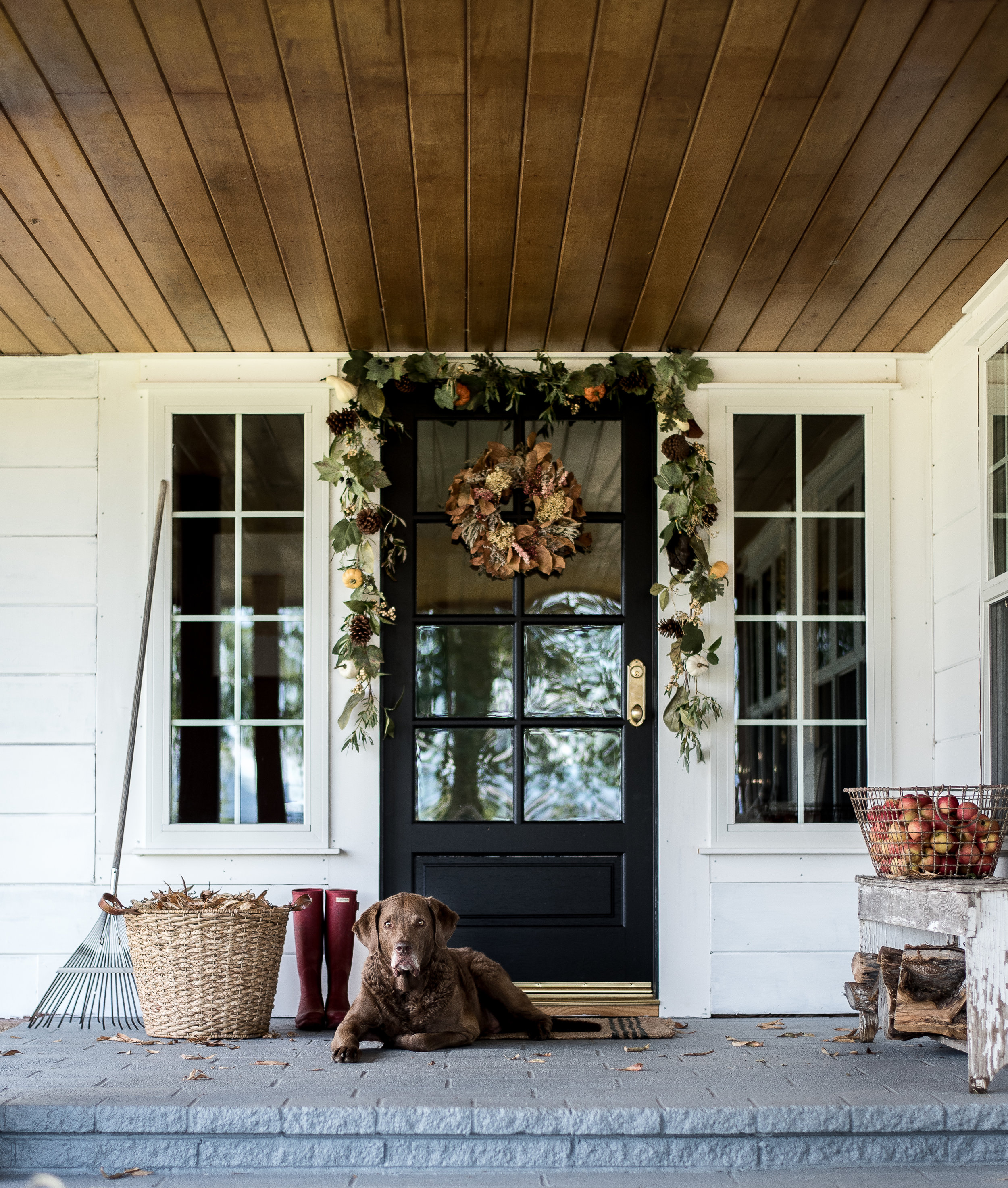A few simple fall decorating ideas for your front porch from five different bloggers! #fallporch #falldecorating #falldecor #frontporchdecorations