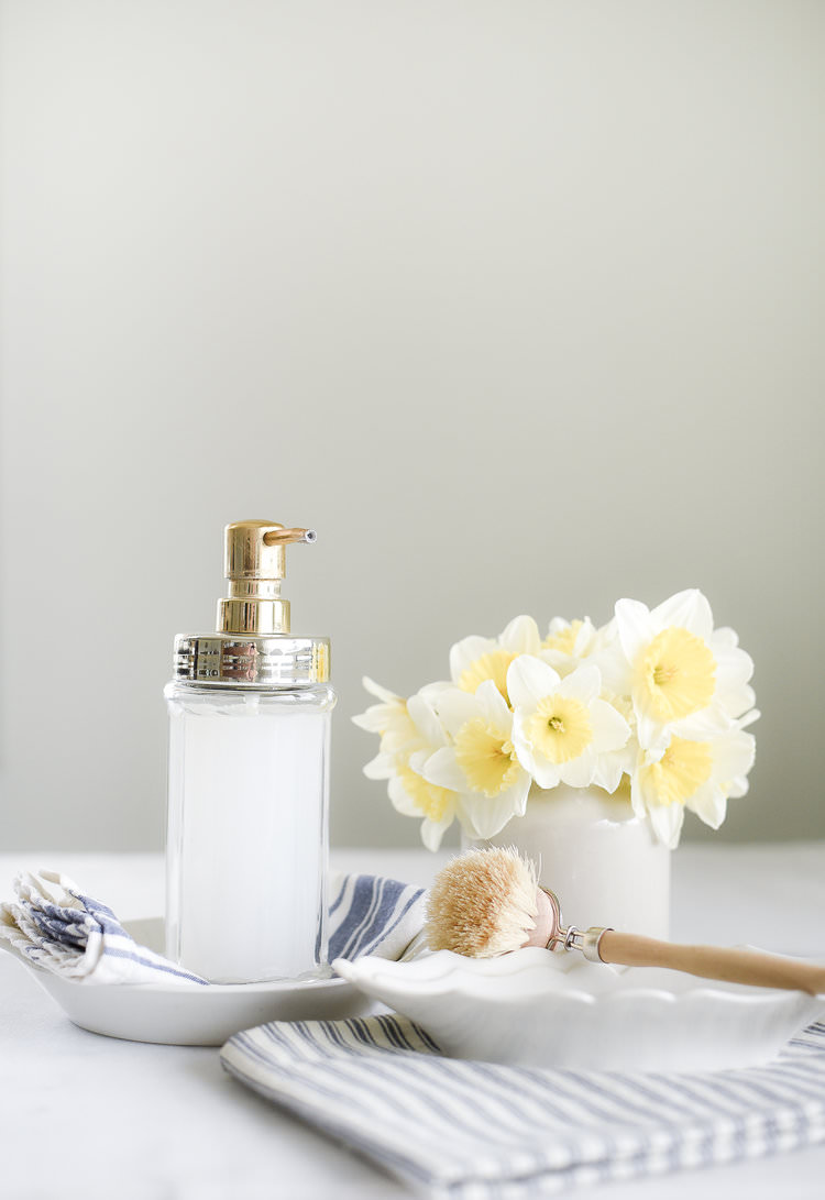 Make this DIY liquid hand soap with a few simple ingredients! boxwoodavenue.com