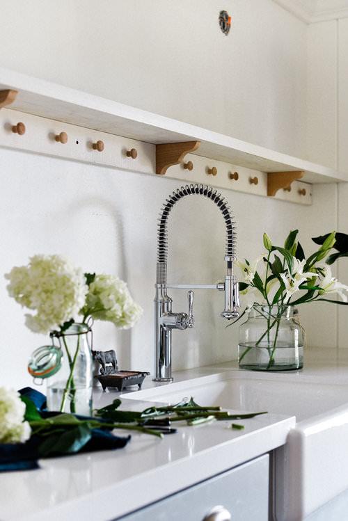 #Farmhouse #LaundryRoomRemodel   White walls & gray shaker cabinets   boxwoodavenue.com