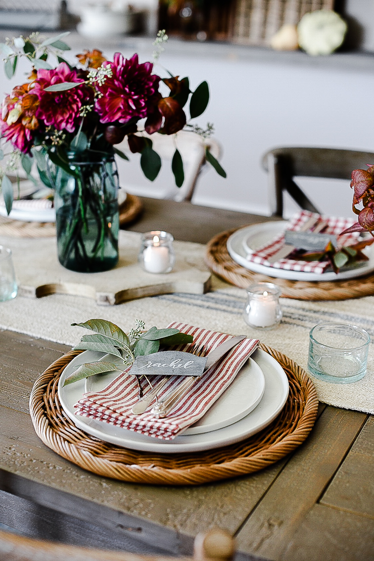 Fall tablescape decorating ideas with easy centerpieces - boxwoodavenue.com