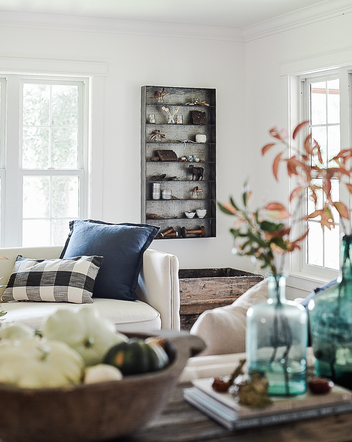 Farmhouse living room decorating ideas for fall | boxwoodavenue.com