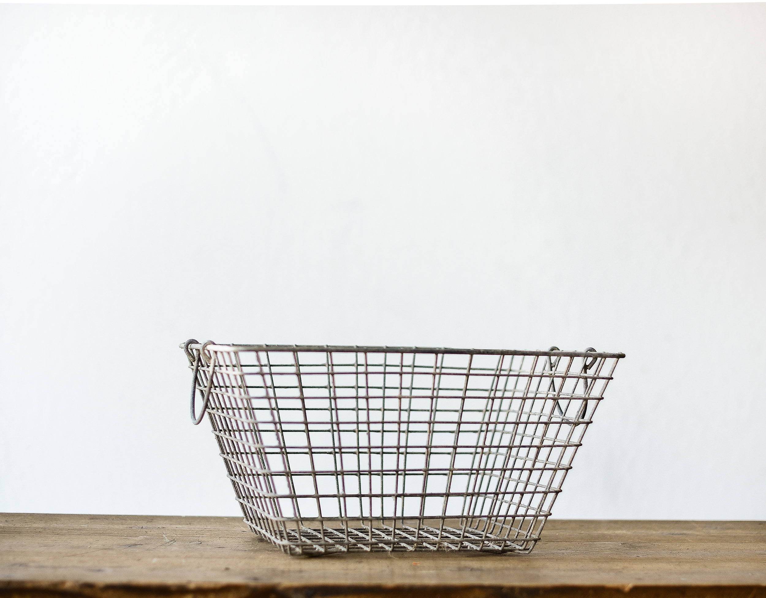Vintage oyster farm basket perfect for a farmhouse christmas filled with pinecones or ornaments!