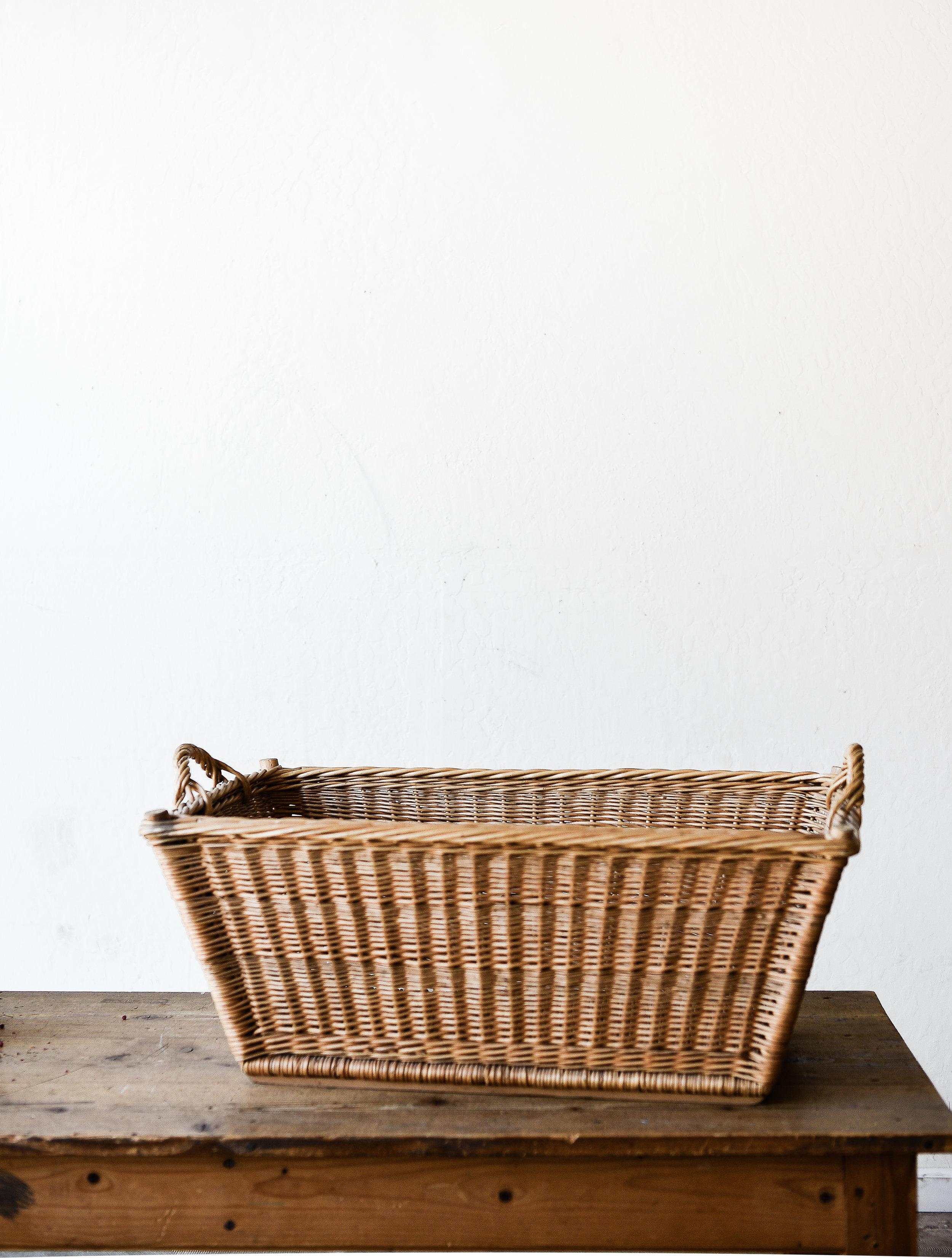 Vintage laundry basket farmhouse decor from boxwoodavenue.com