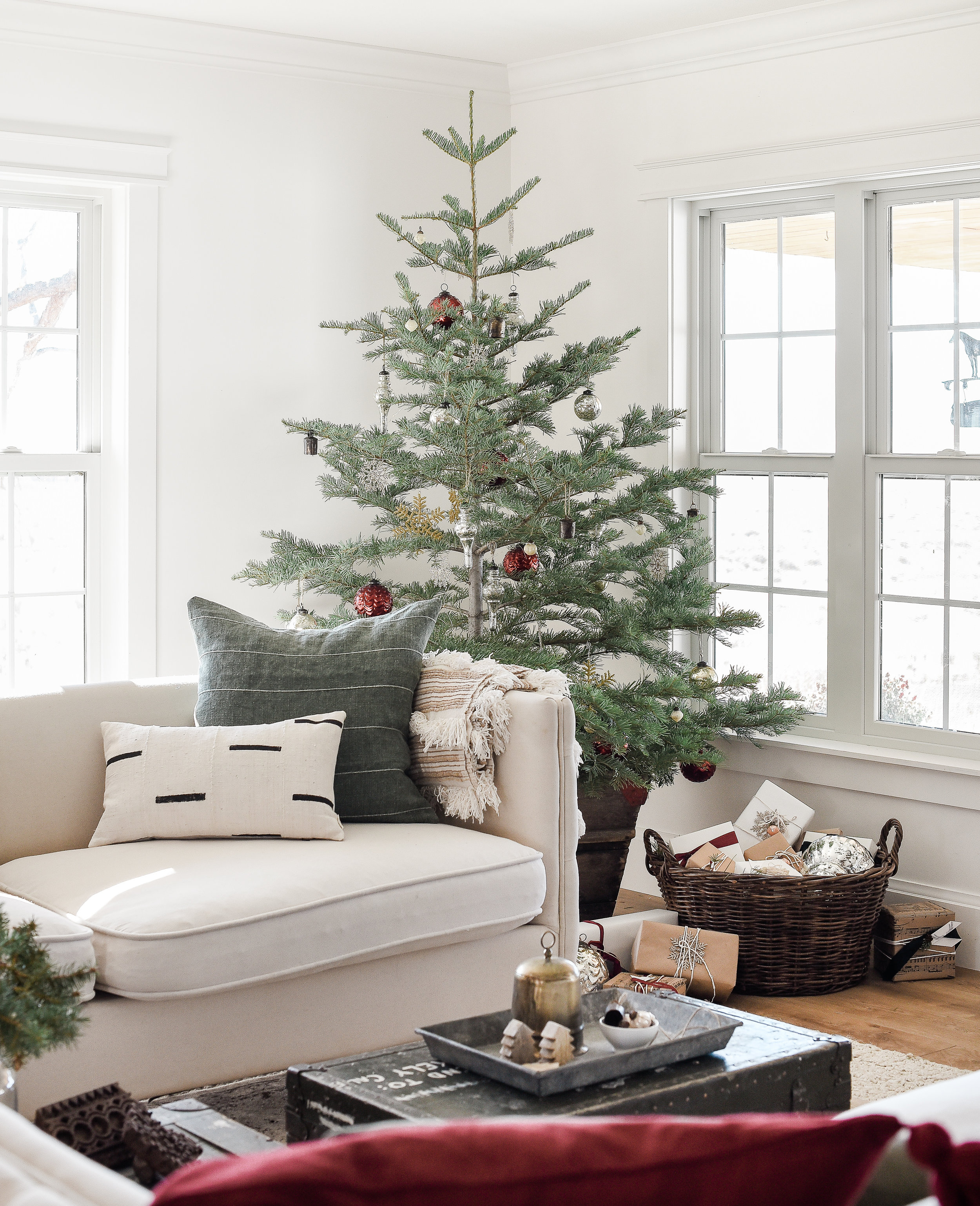 Beautiful farmhouse Christmas decor with Vintage Christmas Decorations on minimal live tree from boxwoodavenue.com | #farmhousechristmas #christmasdecorating