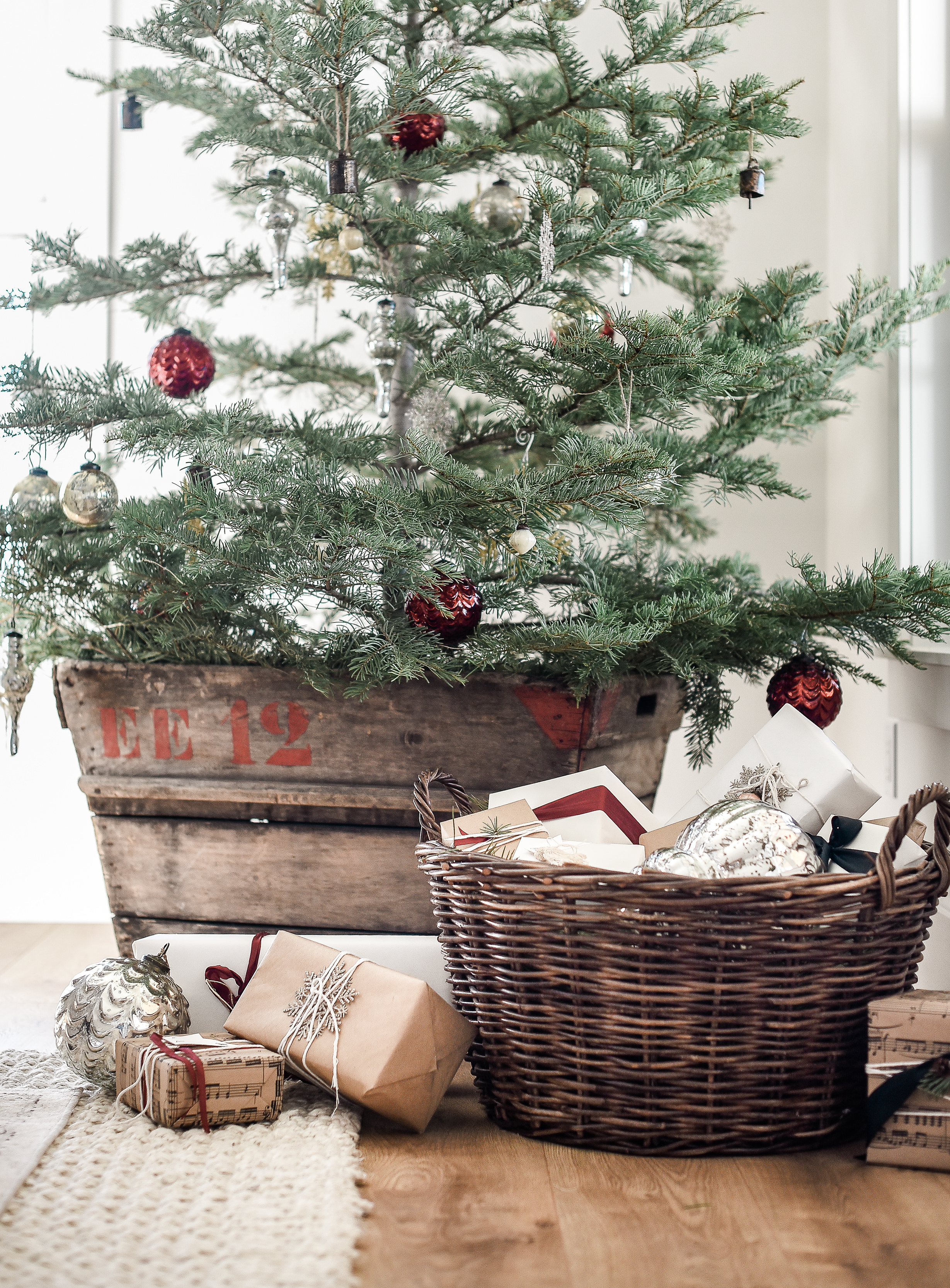 Beautiful farmhouse Christmas wrapping ideas with Vintage Christmas Decorations on minimal live tree from boxwoodavenue.com | #farmhousechristmas #christmasdecorating