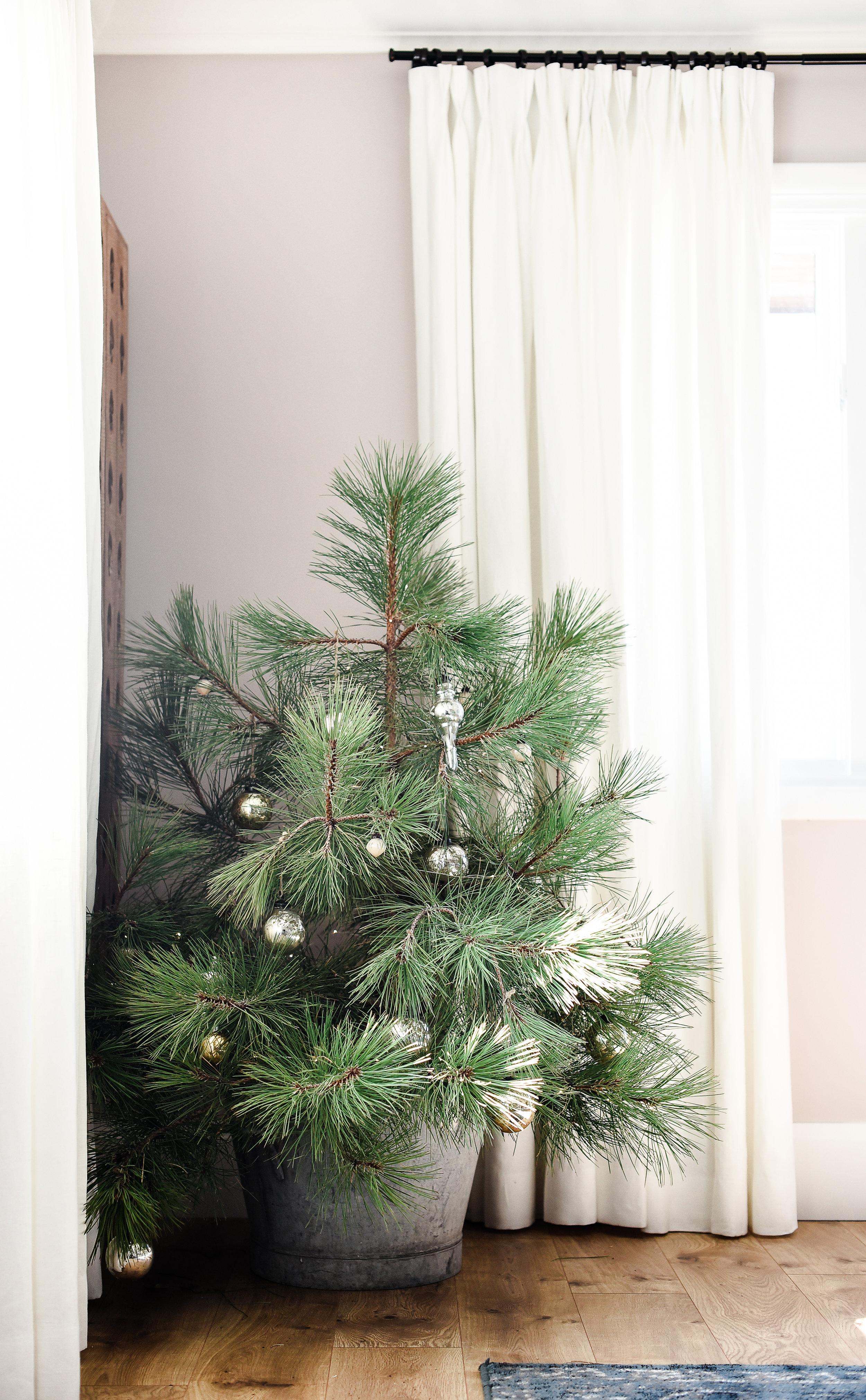 Cute tiny Scandinavian inspired tree for Christmas from boxwoodavenue.com