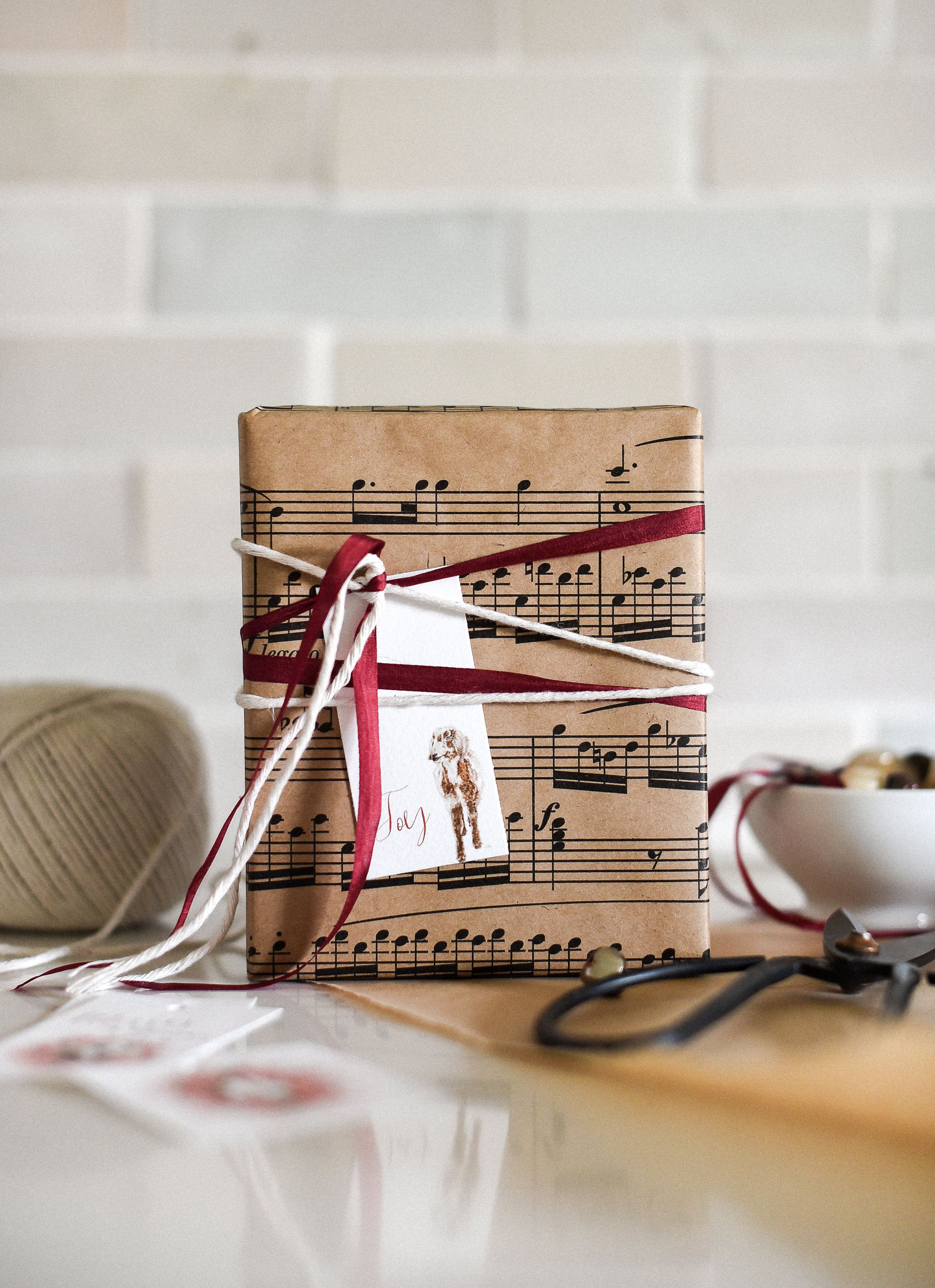 These farmhouse inspired Christmas tags are free! The goat is so darling, perfect for a farmhouse Christmas! boxwoodavenue.com #farmhousechristmas #christmaswrapping