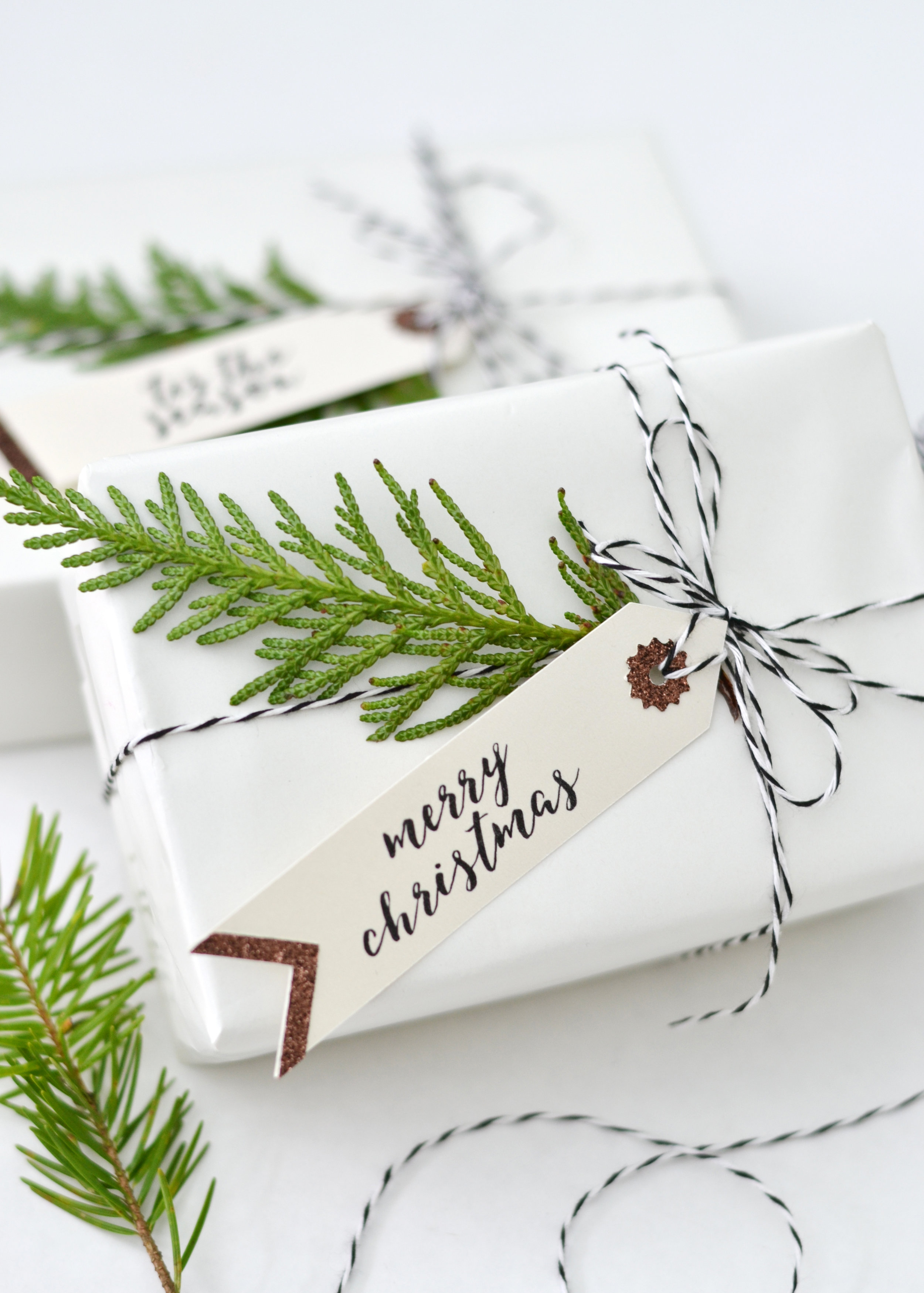 Simple green & white Christmas wrapping ideas from boxwoodavenue.com