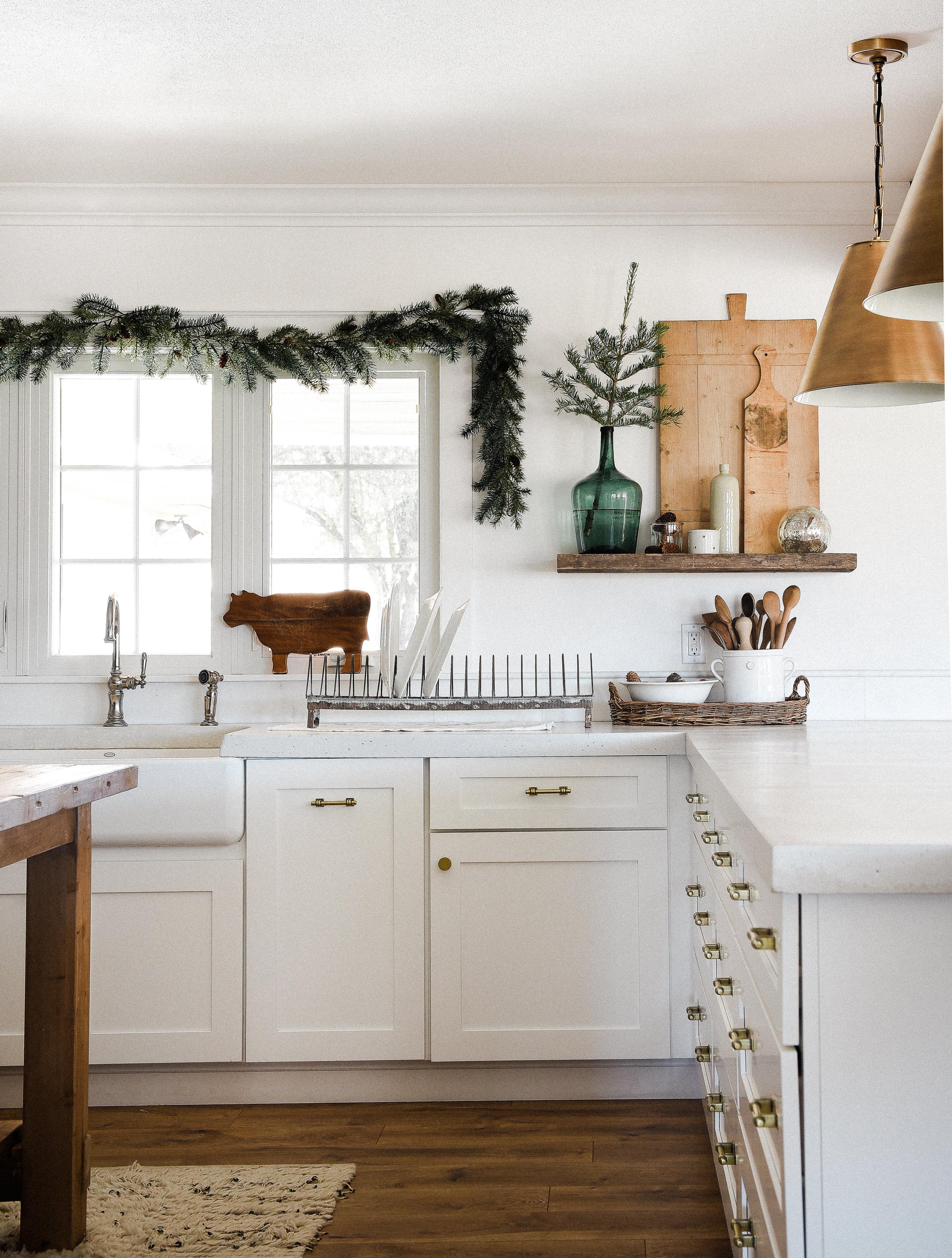 Gorgeous white farmhouse kitchen dressed up for Christmas! boxwoodavenue.com