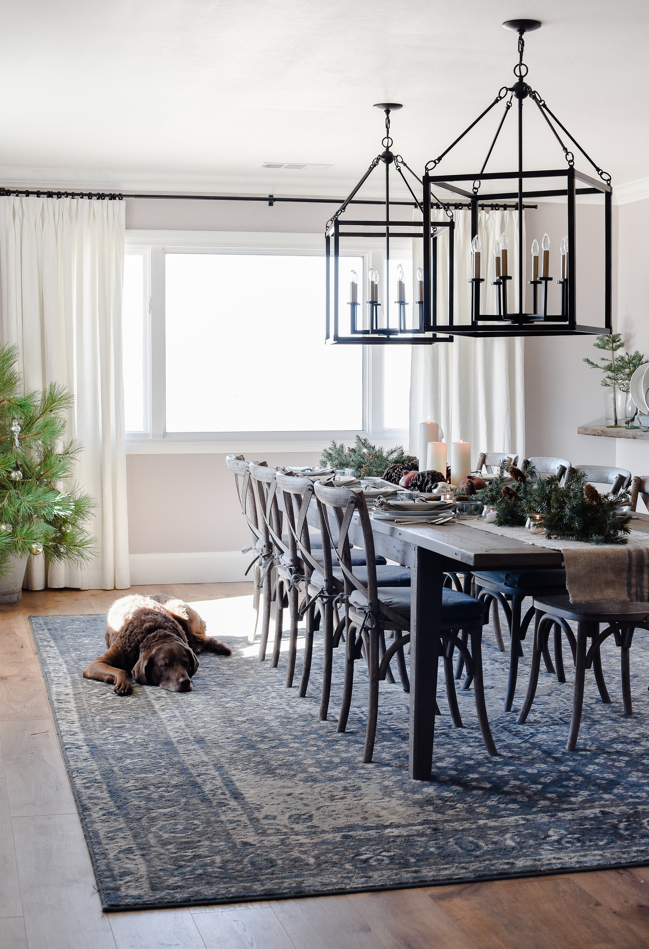 Christmas Dining room - table ideas for the holiday | boxwoodavenue.com