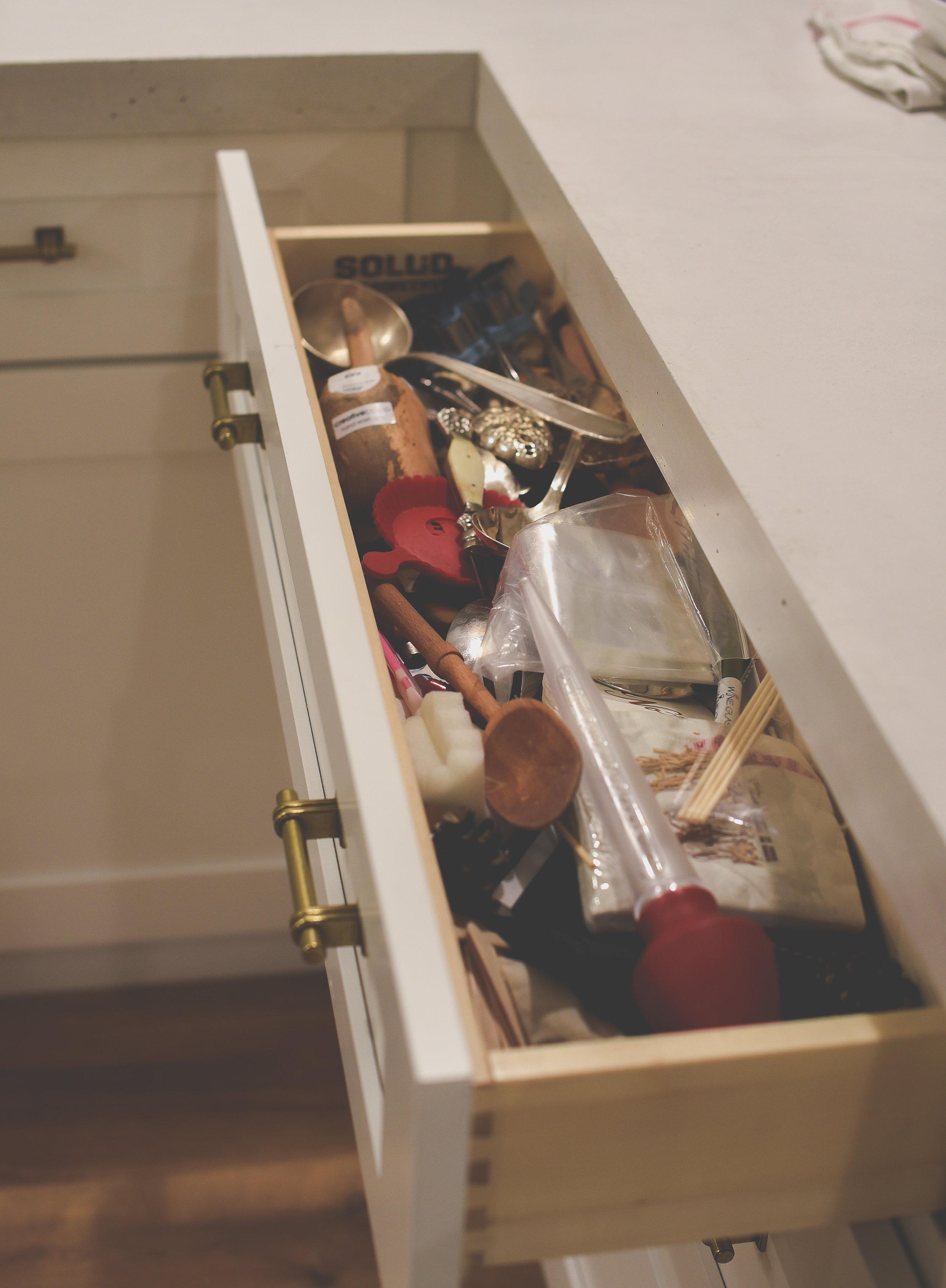 How to organize your kitchen cabinets - kitchen organization ideas | boxwoodavenue.com