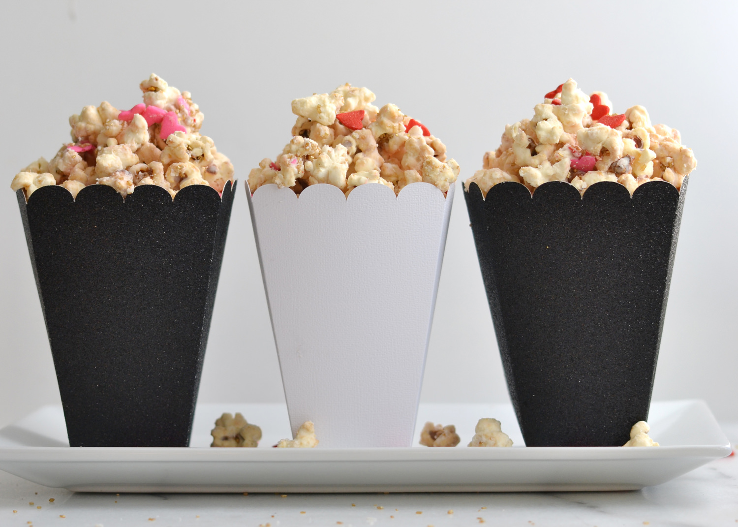 Valentine's Day sweetheart pink cream cheese popcorn gifts! What's better then pink popcorn for Valentine's Day? This popcorn recipe makes for the perfect, easy gift! www.boxwoodavenue.com | #pinkpopcorn #popcorngifts #cutegiftboxes