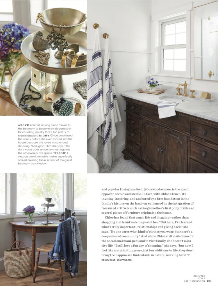 Farmhouse+bathroom+design+with+wood+vanity+and+marble+counter+|+#farmhousedecor+#farmhousestyle.png