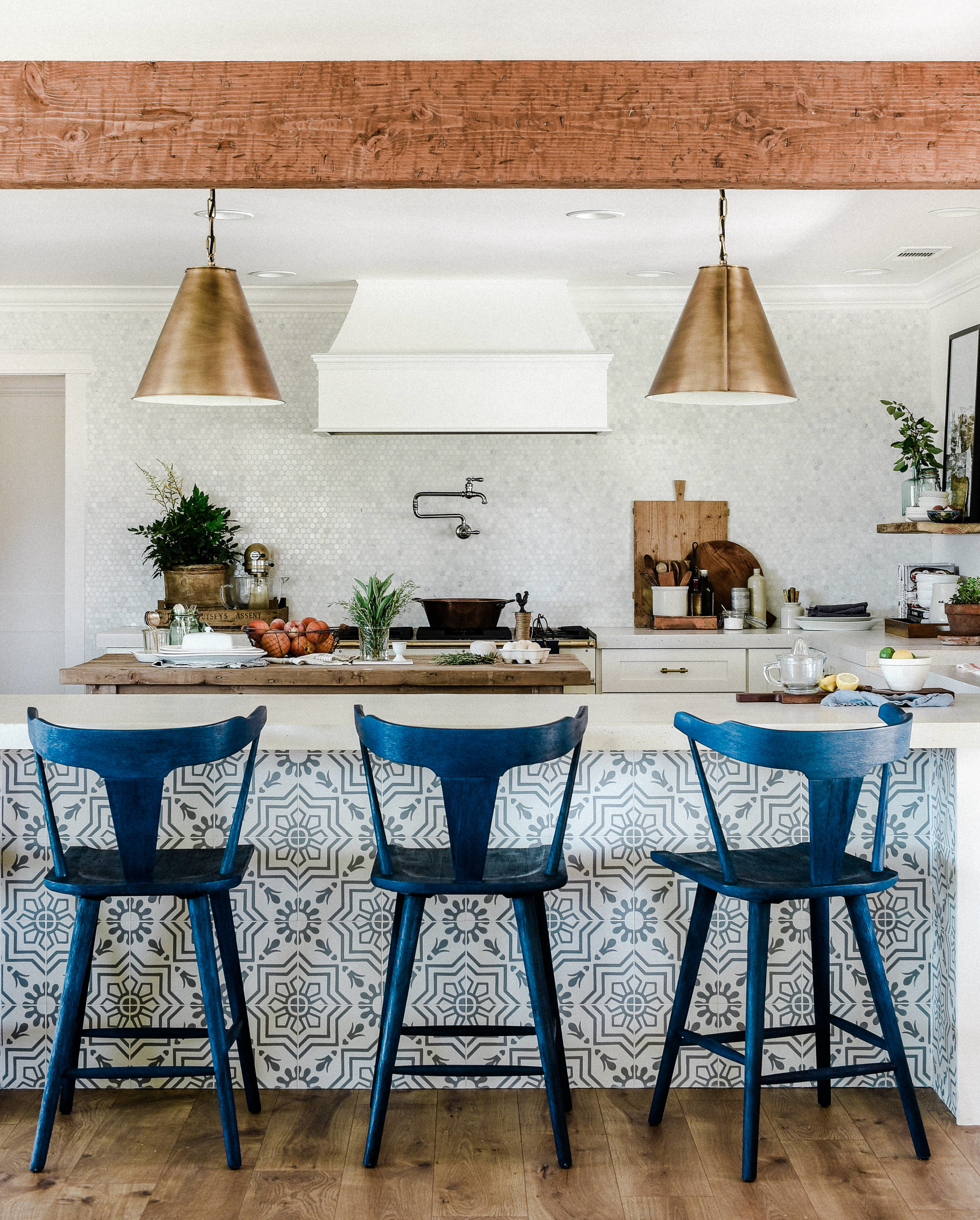 Modern farmhouse kitchen with patterned tile and french range with wood island | bozwoodavenue.com #farmhousekitchen #modernfarmhouse