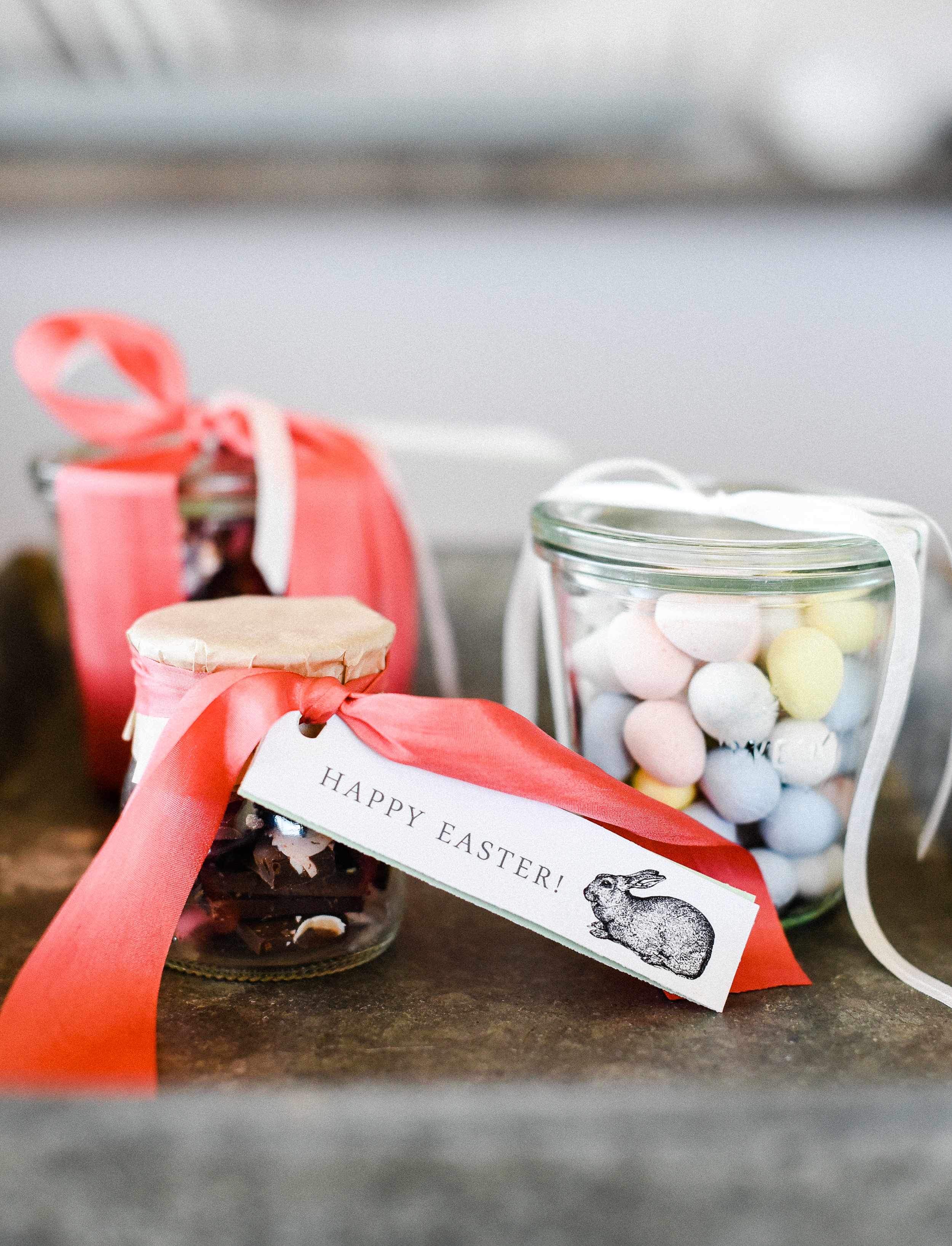 Turn a few chocolate bars into sweet Easter treats! These easy Easter gifts are so cute with free printable gift tags! #easter #eastercrafts #easterbasket boxwoodavenue.com