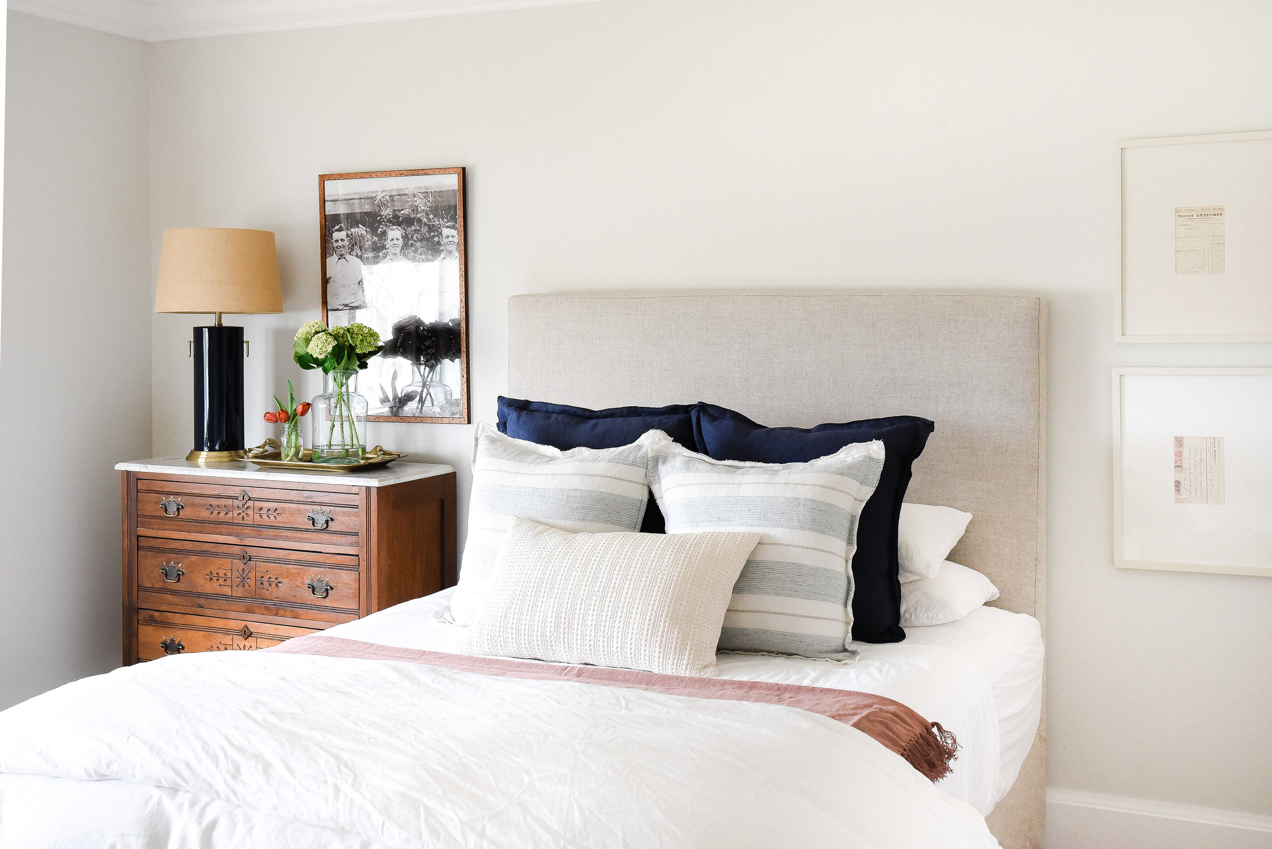 Guest Bedroom ideas - great ways to make overnight guests feel welcome! This beautiful farmhouse bedroom is perfect for guests! boxwoodavenue.com #farmhousebedroom #guestbedroomideas