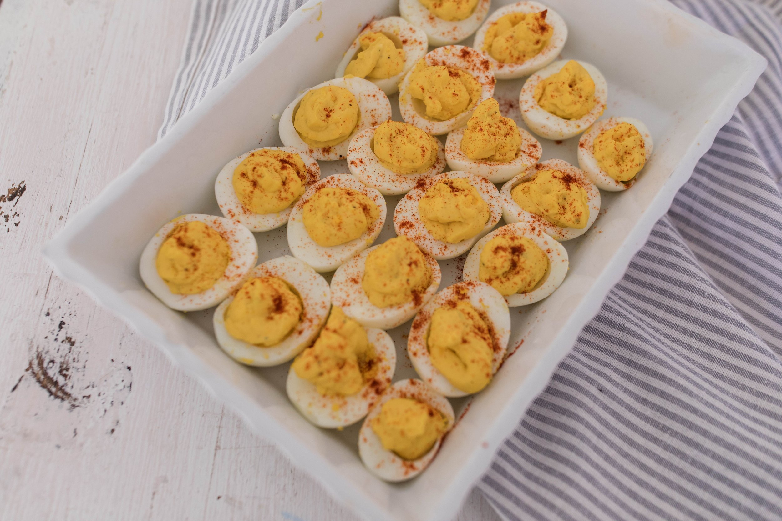 Delicious deviled eggs in the instant pot! How to make hard boiled eggs in the instant pot! #easterrecipes #easterappetizer #deviledeggs