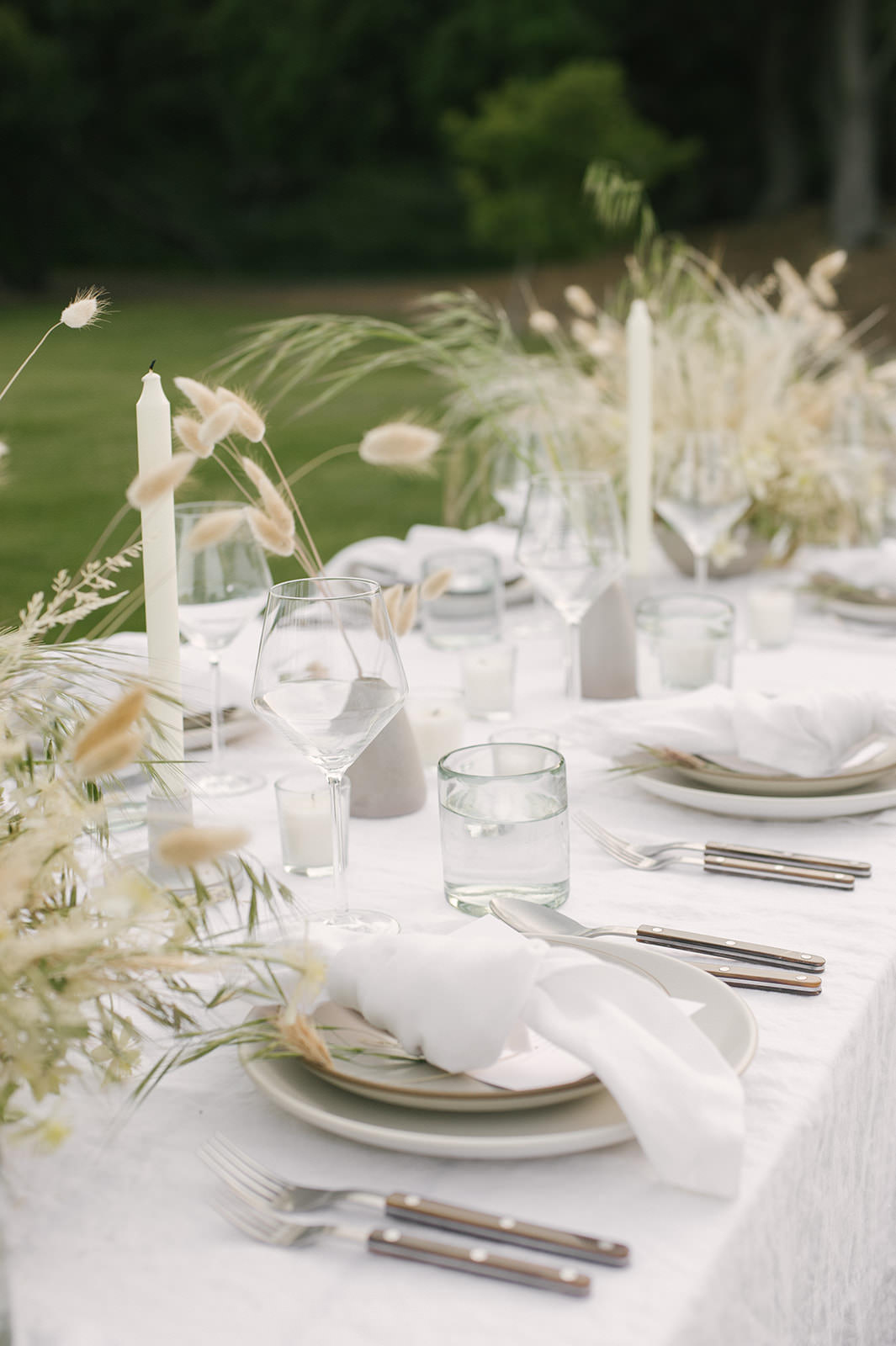 Layers of white tablescape for summer #entertaining by Jenni Kayne for Pacific Natural.
