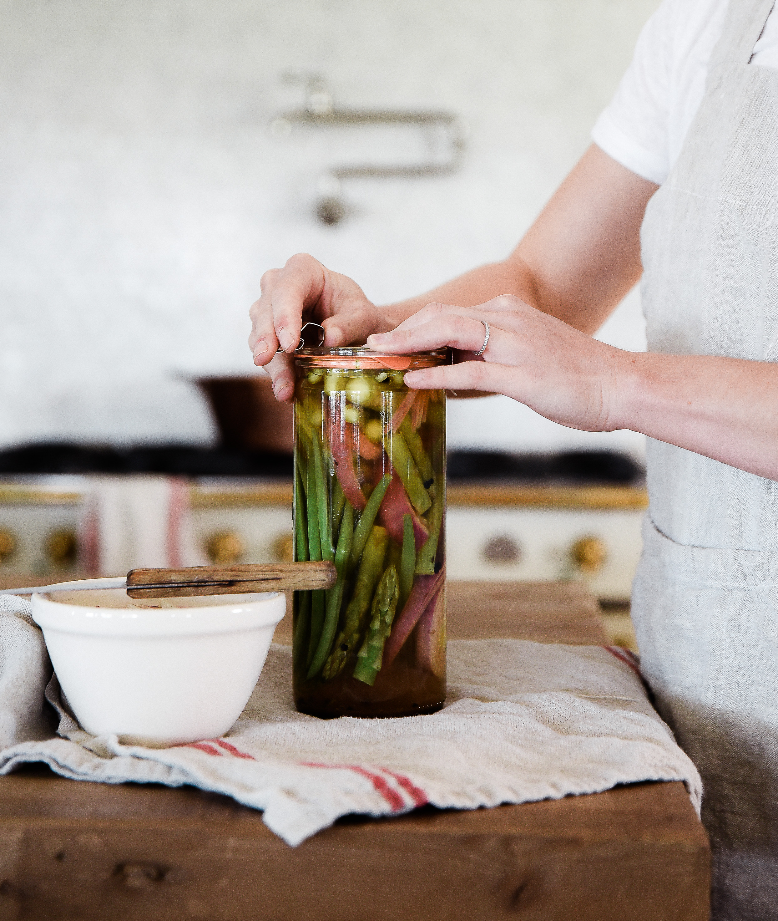 Learn how to make pickled vegetables! How to quick pickle vegetables. #pickling #preserving #pickledvegetables