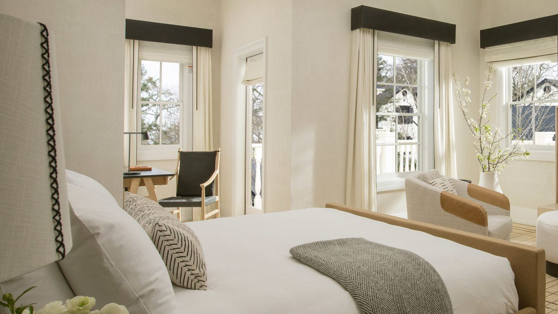 macarthur-place-guestroom-featured-1440x810.jpg