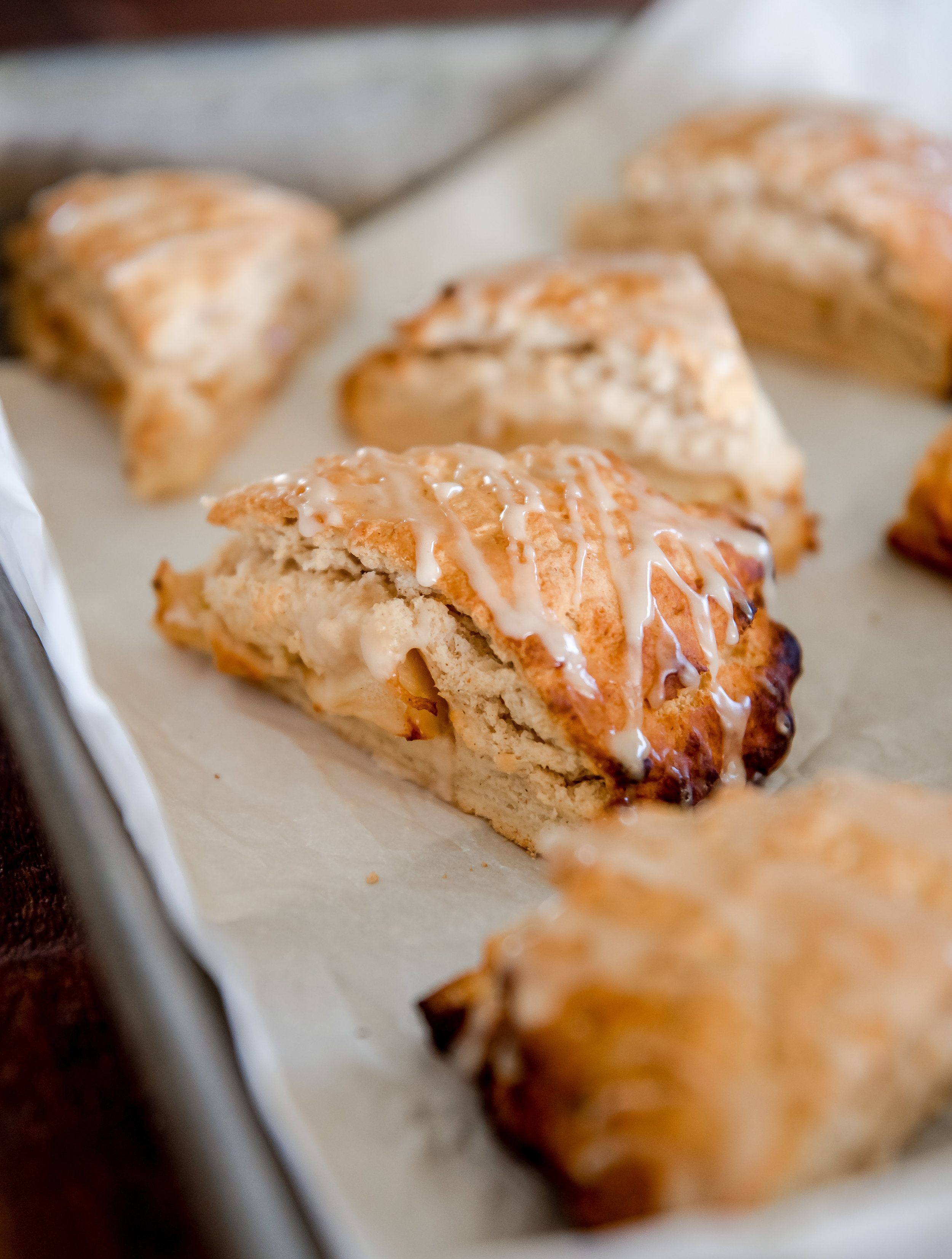 A delicious recipe for apple scones with a cinnamon glaze! Yummy apple dessert recipe! #applerecipe #applescones