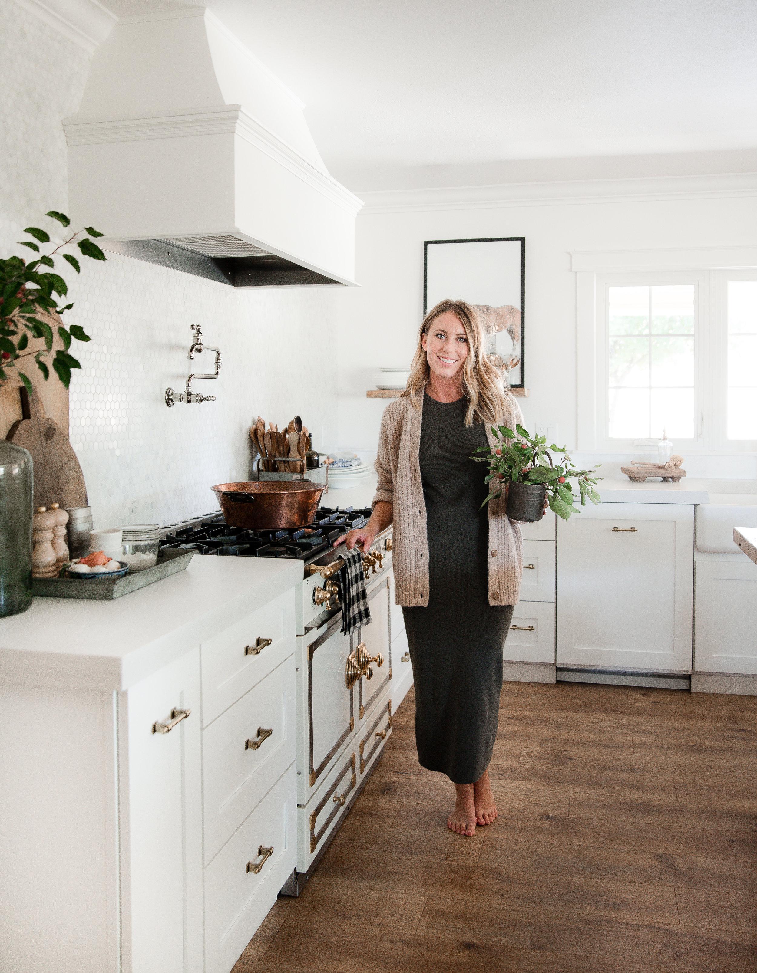 Farmhouse kitchen design by Chloe of Boxwood Avenue #modernfarmhousekitchen #modernfarmhouse #whitekitchen