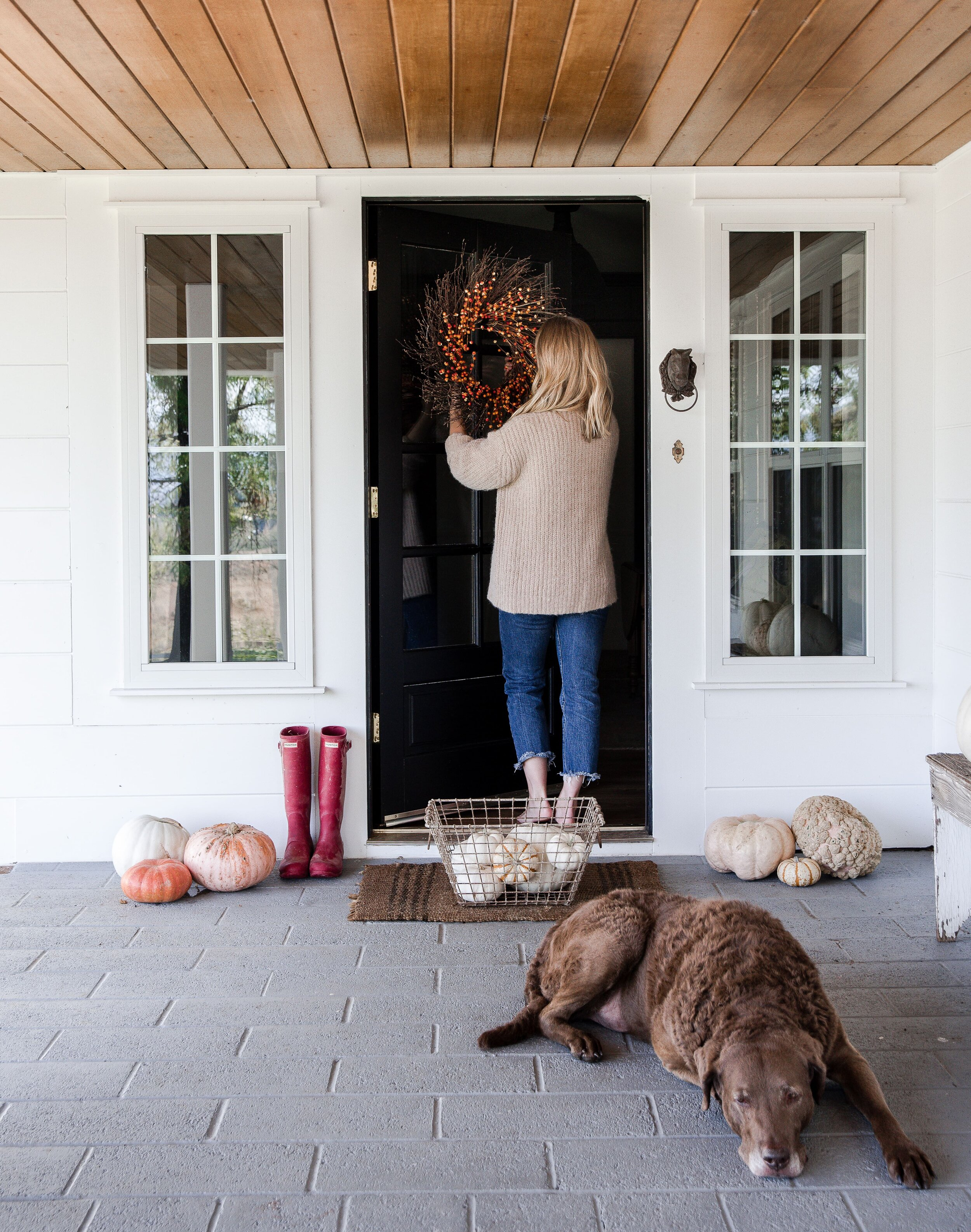 Fall farmhouse porch decor with simple berry wreath and black door. #farmhousedecor
