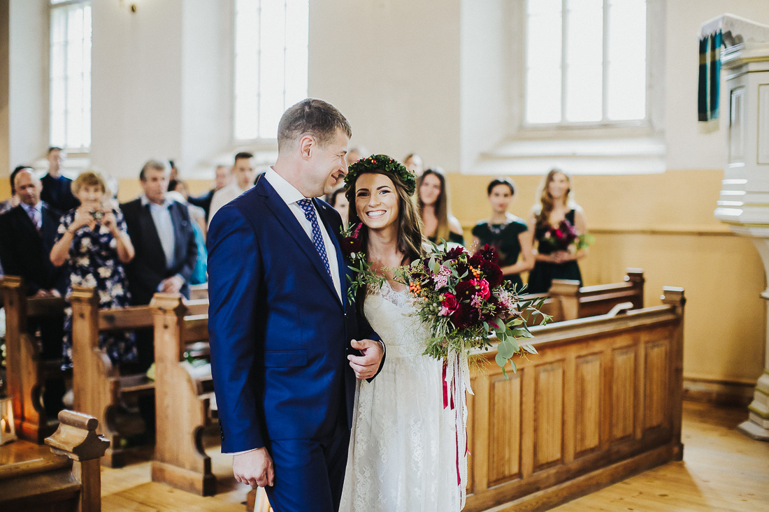 latviskas-kazas-latvian-wedding-ogres-baznica_0024.jpg
