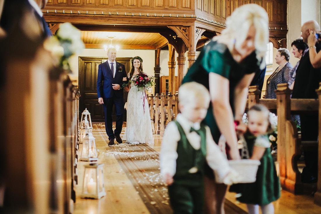 latviskas-kazas-latvian-wedding-ogres-baznica_0025.jpg