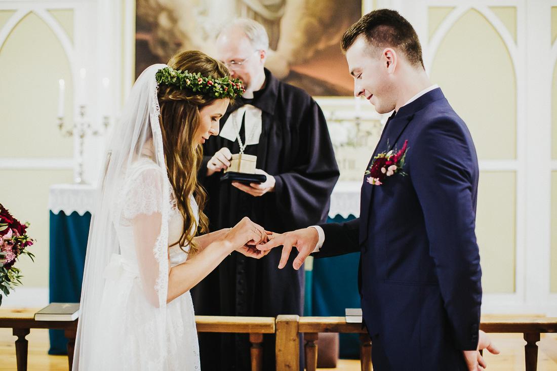 latviskas-kazas-latvian-wedding-ogres-baznica_0031.jpg