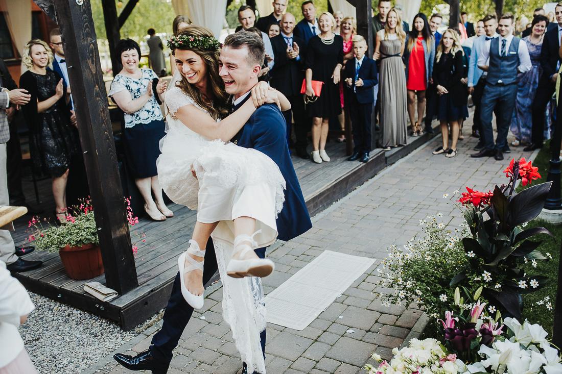 latviskas-kazas-latvian-wedding-ogres-baznica_0060.jpg