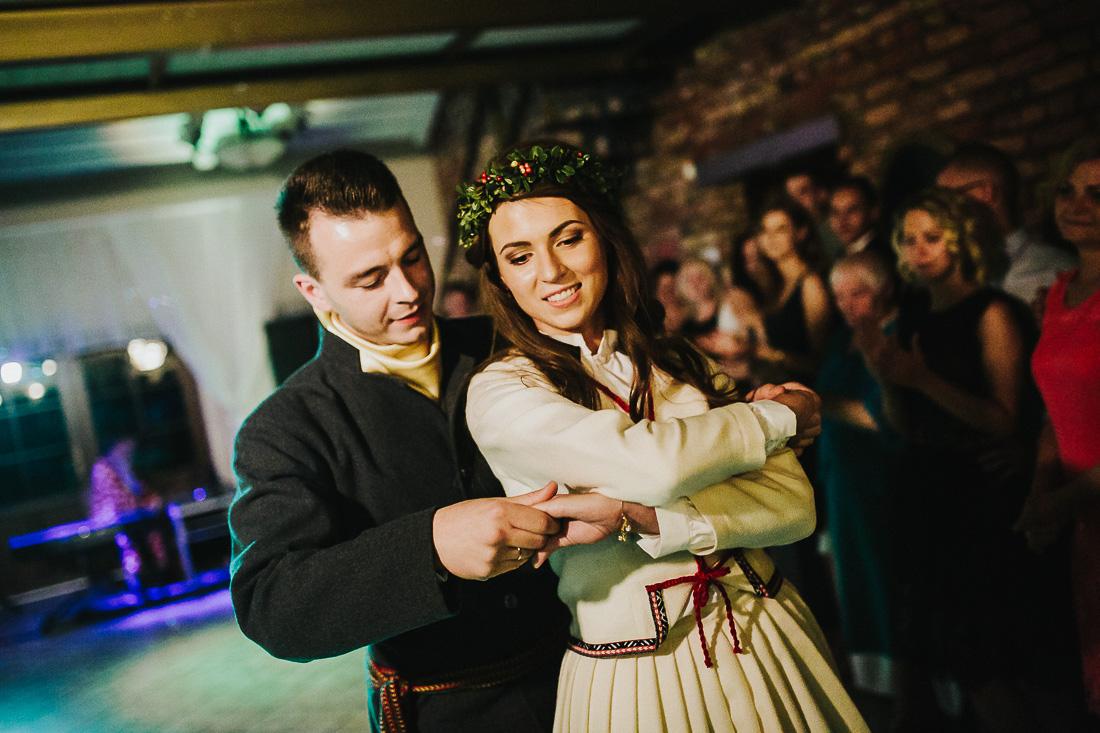 latviskas-kazas-latvian-wedding-ogres-baznica_0067.jpg