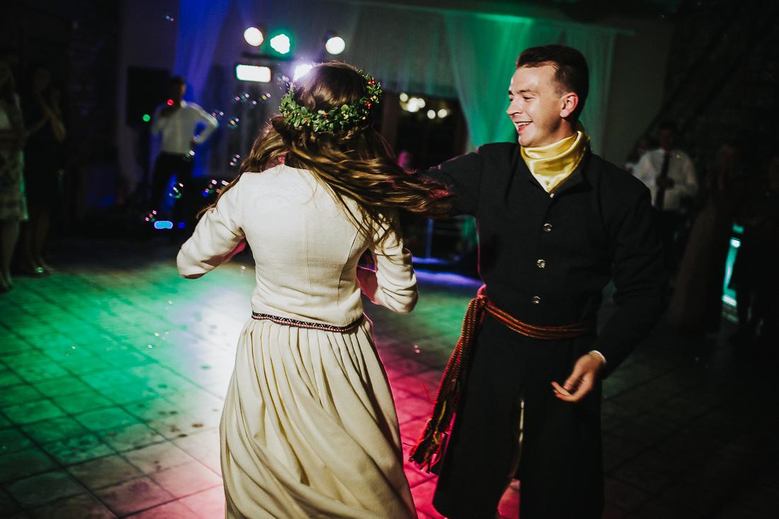 latviskas-kazas-latvian-wedding-ogres-baznica_0068.jpg