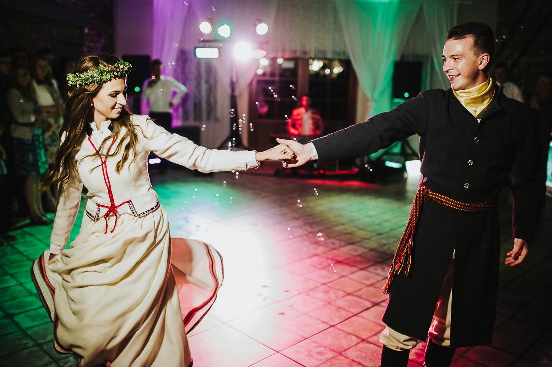 latviskas-kazas-latvian-wedding-ogres-baznica_0069.jpg