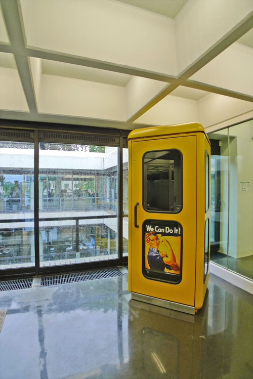 gelbe Telefonzelle1.jpg