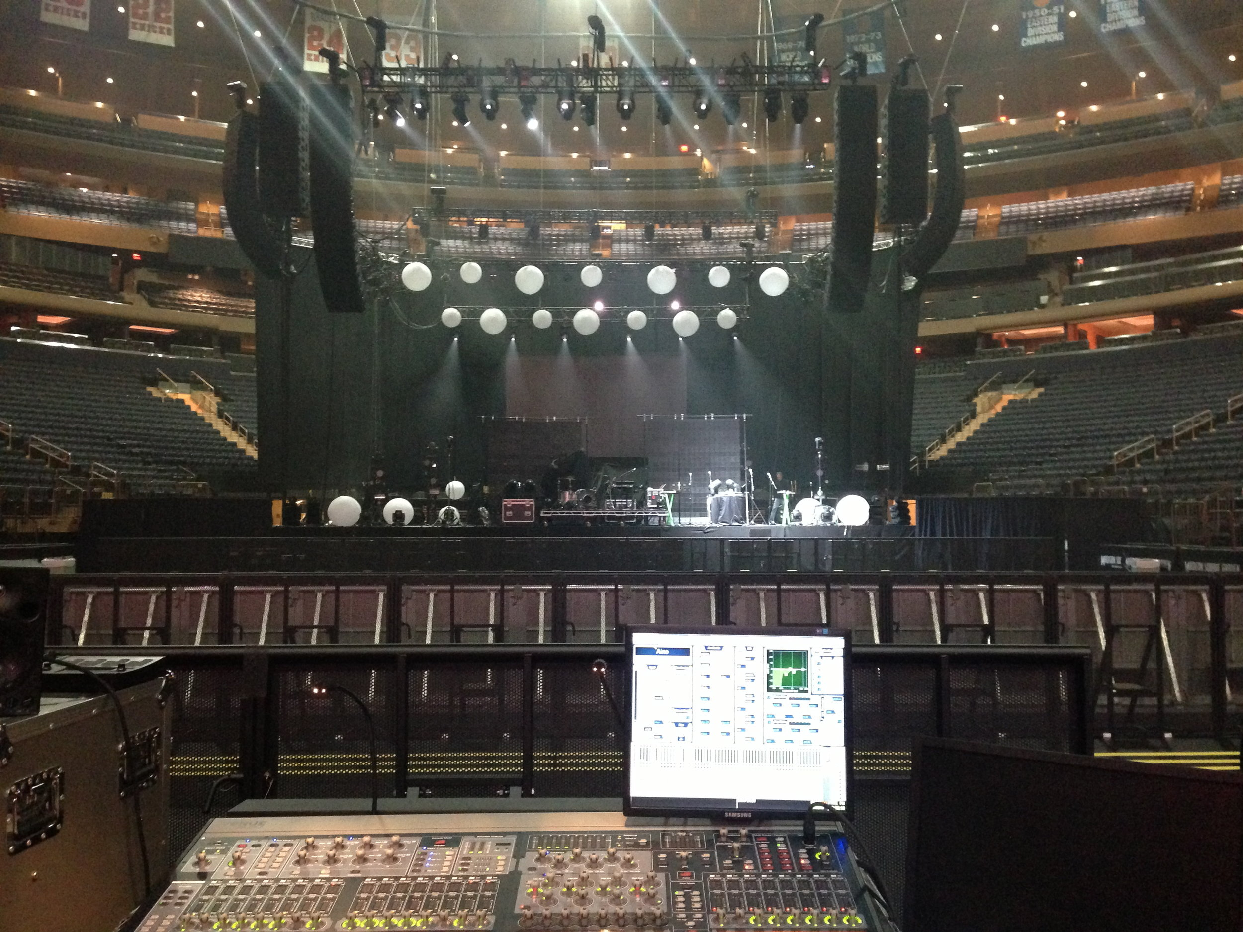 The right live sound FOH mix in dead or live rooms