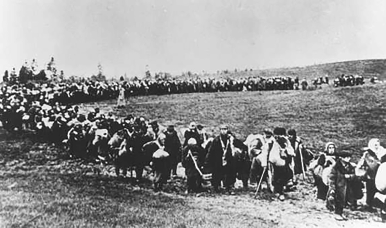 Civilian evacuation, 1941. German Federal Archive.