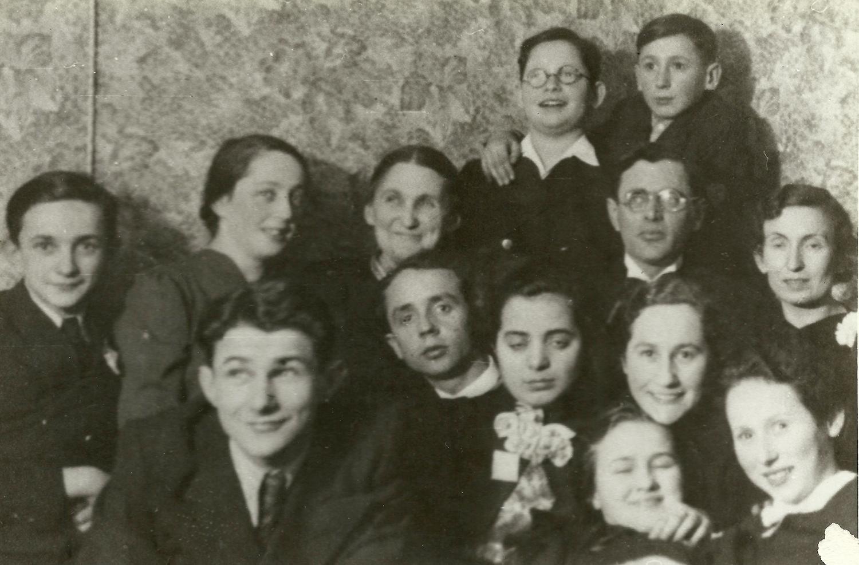 Photograph, Yakov Shepetinsky with classmates, before the war. Slonim.