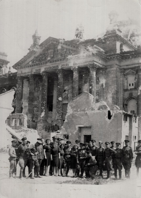Abram Kashper and fellow combatants, victory photo. Berlin, 1945.