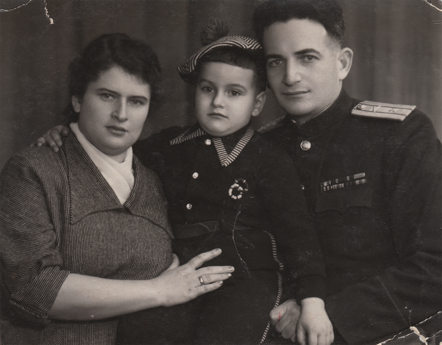 Yona with his wife, Sofia, and son Dmitry. Kyiv, 1956